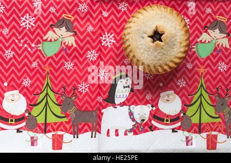 M & S Christmas alle Mince Pie auf Weihnachten Serviette butter - Stockfoto