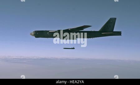 Eine unbewaffnete Air-Launched Marschflugkörper AGM-86 b wird von einer B - 52 H Stratofortress über Utah Test und - Stockfoto
