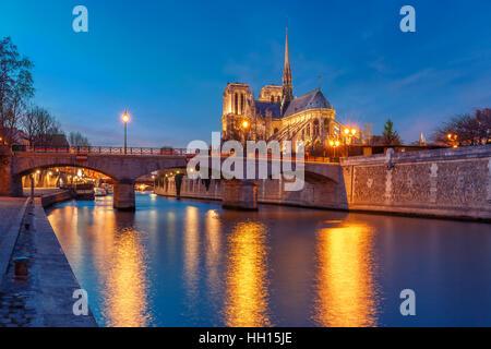 Kathedrale von Notre Dame de Paris bei Nacht, Frankreich - Stockfoto