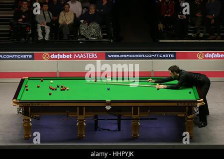 London, UK. 19. Januar 2017. Ronnie O'Sullivan von England konkurriert im Viertelfinalspiel mit Neil Robertson Australiens - Stockfoto