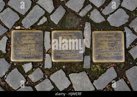 Stolperstein (Stein des Anstoßes) auf den Straßen von Berlin - Stockfoto