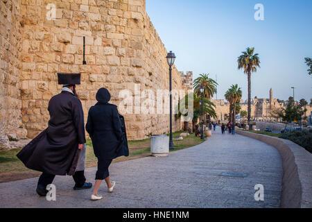Mauern der alten Stadt, im Hintergrund auf der rechten Seite der Zitadelle von David, Jerusalem, Israel - Stockfoto