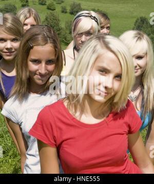 Model Release, Jugendliche Maedchen - Mädchen im Teenageralter - Stockfoto