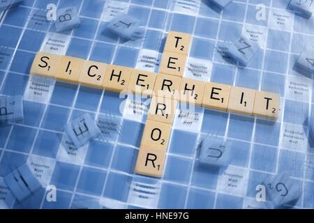 Briefe, bilden die Wörter Sicherheit und Terror, Buchstaben Steinring sterben Wörter Sicherheit Und Terror - Stockfoto