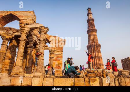 Landschaft, Panorama, Panorama, Touristen, im Qutub Minar complex, Delhi, Indien - Stockfoto