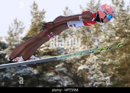Lahti, Finnland. 24. Februar 2017. Polnische Sportler Dawid Kubacki in der Luft bei einem Sprung von der normalen - Stockfoto