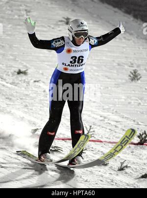 Lahti, Finnland. 24. Februar 2017. Österreichische Sportler Daniela Iraschko-Stolz ist einen Sprung bei den Nordischen - Stockfoto