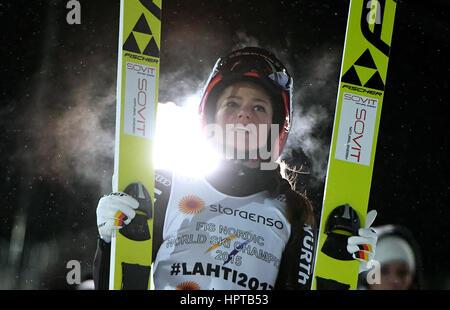 Lahti, Finnland. 24. Februar 2017. Deutscher Leichtathlet Carina Vogt feiert den Gewinn der Goldmedaille nach Abschluss - Stockfoto