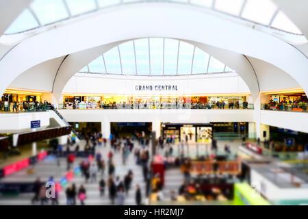 Einem anstrengenden drängten sich Grand Central Shopping Center New Street Zug Bahnhof Birmingham Pendler Miniatur - Stockfoto