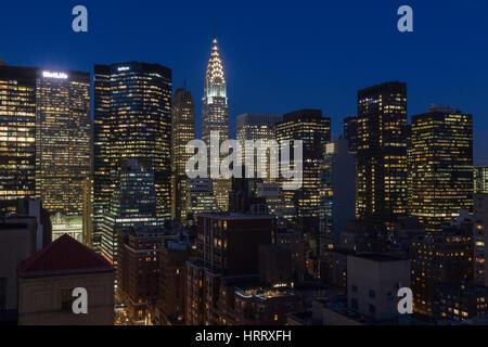 Skyline von mIdtown Manhattan in der Dämmerung, NYC, USA - Stockfoto