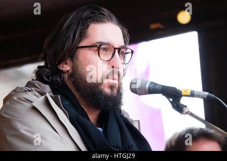 Amsterdam, Niederlande. 12. März 2017. Türkisch-Niederländisch Fotograf Ahmet Polat erklärt, warum auch Männer eingeladen - Stockfoto