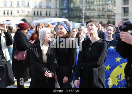 """Berlin, Deutschland. 25. März 2017. Heute demonstrieren Tausende von Menschen zum """"Marsch für Europa"""" des Ortes - Stockfoto"""