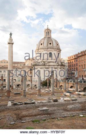 Rom, Italien - SEPTEMBER 2016: Antike Ruinen auf dem Forum des Trajan - Stockfoto
