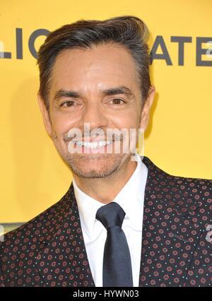 Los Angeles, CA, USA. 26. April 2017. Eugenio Derbez im Ankunftsbereich für wie zu BE A LATIN LOVER Premiere, ArcLight - Stockfoto