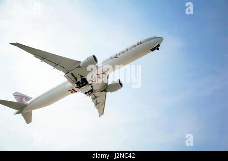 PHUKET, THAILAND-27. April 2017: Katar Abflug vom internationalen Flughafen Phuket, Thailand. - Stockfoto