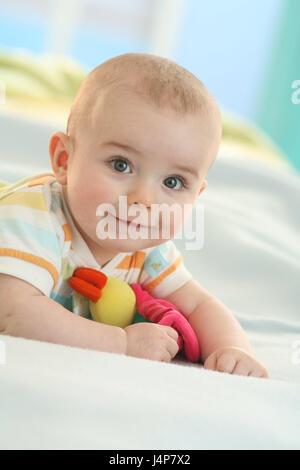Baby, 4 Monate, Lächeln, fügen Sie Unterstützung Porträt, Modell veröffentlicht, Menschen, Baby Porträt, Kind Porträt, - Stockfoto