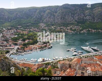 Hohe Ansicht der Bucht von Kotor in Montenegro - Stockfoto