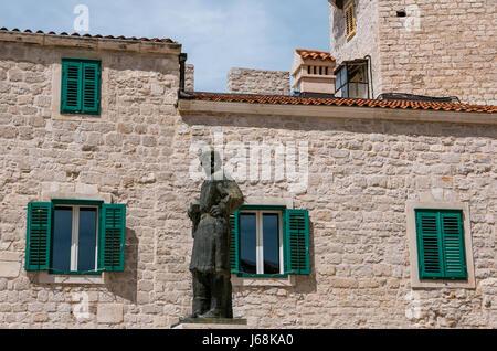 Sibenik, Kroatien - 11. August 2016 - Statue in Sibenik, Kroatien. - Stockfoto