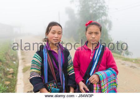 SAPA, VIETNAM - Dez 04: Nicht identifizierte H'mong Kind in Sa Pa, Vietnam 4. Dezember 2012. Sapa ist ein Bergdorf - Stockfoto