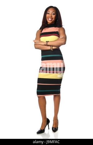 Young African American Geschäftsfrau stehend mit Arme gekreuzt weißen Hintergrund isoliert - Stockfoto