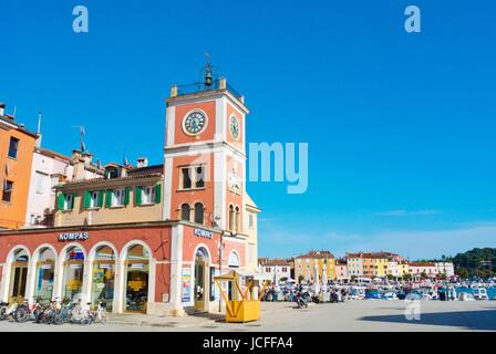 Trg Marsala Tita, Tito-Platz durch den Hafen, alte Stadt, Rovinj, Istrien, Kroatien - Stockfoto