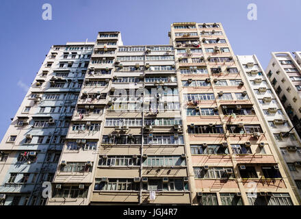 "Hong Kong - 1. April 2017. Die Apartments im Stadtteil Kowloon in Hong Kong, China. Kowloon (""neun Drachen"" in Kantonesisch) - Stockfoto"