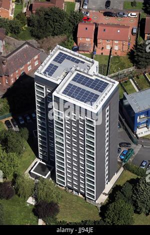 Luftaufnahme des Bickerdike Gericht, zwei Hochhäuser in Belle Vue Bezirk von Manchester, UK - Stockfoto