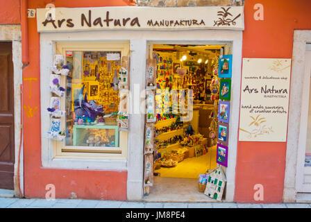 Shop Verkauf handgefertigte lokale Produkte, Carera Street, Rovinj, Istrien, Kroatien - Stockfoto