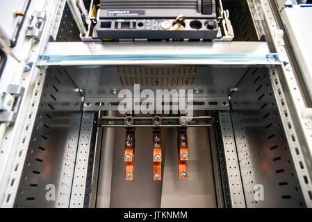 Niederspannungs-Gehäuse für Stromversorgung und Verteilung Strom. ununterbrochene, elektrische Spannung. - Stockfoto