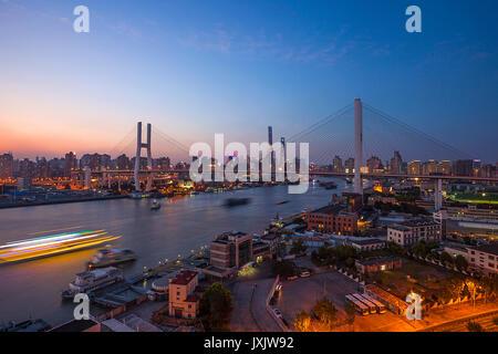 Nanpu Brücke in Shanghai. - Stockfoto
