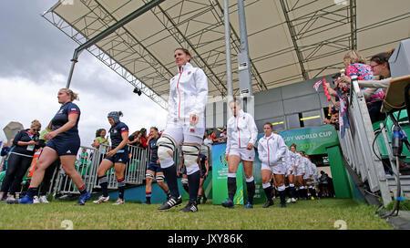England Kapitän Sarah Hunter führt Ihr Team für die Frauen 2017 Rugby World Cup, Pool B Gleiches an UCD Billings - Stockfoto