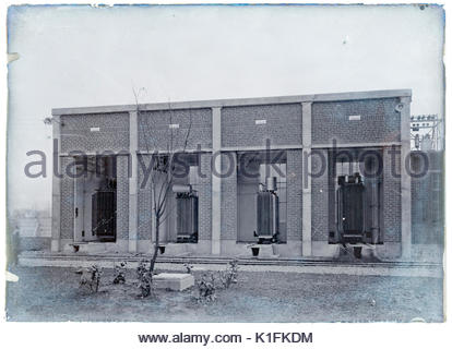 1900 elektrische Hochspannungsleitungen Vertriebsnetz mit Transformatoren - Stockfoto