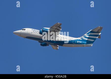 Barcelona, Spanien - 7. August 2017: Ellinair British Aerospace Avro RJ85 vom Flughafen El Prat in Barcelona, Spanien. - Stockfoto