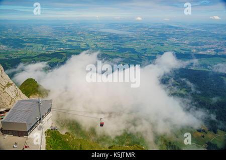 Die neue und schöne Seilbahn - Drachen Ritt auf den Pilatus, Luzern, Schweiz - Stockfoto