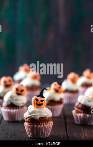 Cupcakes mit Kürbissen - Stockfoto