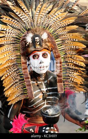 Mexiko, Mexiko - 16. Februar: Porträt der traditionelle Aztekische Schamanen in der Hauptstadt von Mexiko am 16. - Stockfoto
