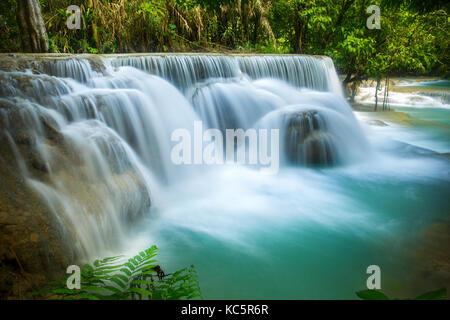 Die Kuang Si Wasserfall in Luang Prabang, Laos - Stockfoto