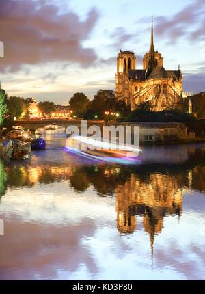 Kathedrale Notre Dame gegen Sonnenuntergang in Paris, Frankreich - Stockfoto