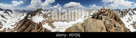 Panorama vom Gipfel des Mount Wallace in den Sierra Nevada Bergen in Kalifornien - Stockfoto