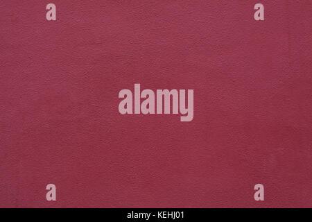 Burgund rot bemalten Stuckdecken Wand. Hintergrund Textur. - Stockfoto
