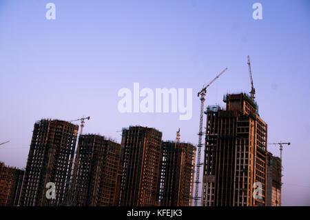 Im Bau Gebäude in Delhi in der Dämmerung - Stockfoto