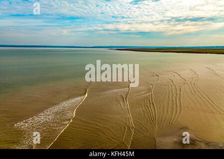 Ebbe über Wattenmeer am Mont Saint-michel, Normandie, Frankreich - Stockfoto