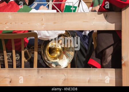 Detail einer Musikinstrumente während einer Herbst lokale Feier in Val di Funes (Südtirol) - Stockfoto