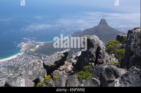 Blick vom Tafelberg auf der Suche nach der Stadt von Kapstadt, Südafrika - Stockfoto