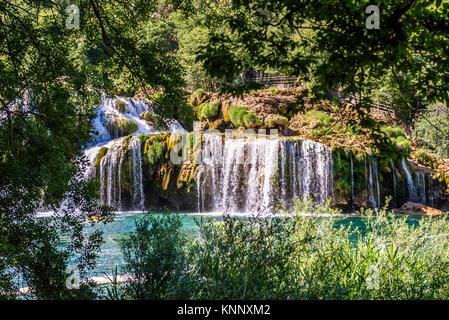 Blick auf den Wasserfall Skradinski Buk in den Nationalpark Krka, einem der kroatischen Nationalparks in Sibenik, - Stockfoto