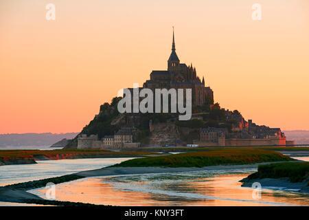 Mont St. Michel, Sunset, Mont-Saint-Michel, Benediktiner-Abtei, Pontorson, UNESCO, UNESCO-Welterbe, Manche, Normandie, - Stockfoto