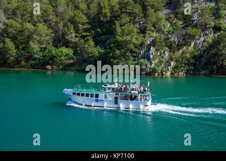 Bootsfahrt zwischen Skradin und Skradinski Buk, Nationalpark Krka, Kroatien - Stockfoto