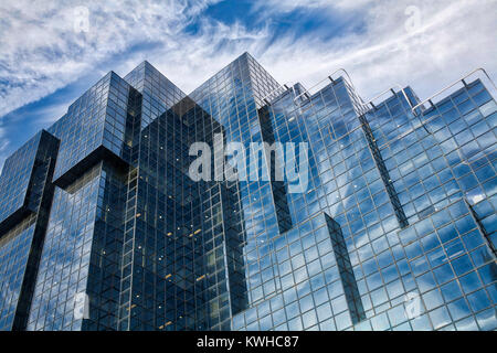Reflektierende bullding mit Sky - Stockfoto