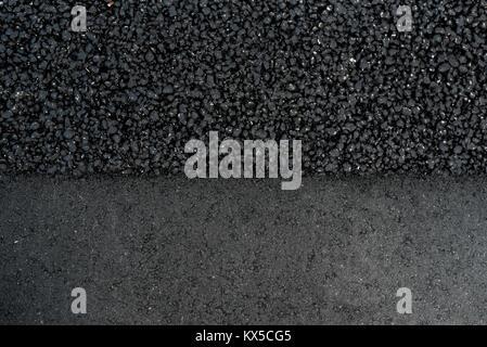 Schwarze Straße Asphalt Textur verschiedene rauhe und glatte Oberfläche - Stockfoto