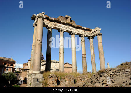 Italien, Rom, Forum Romanum, Tempel des saturn - Stockfoto